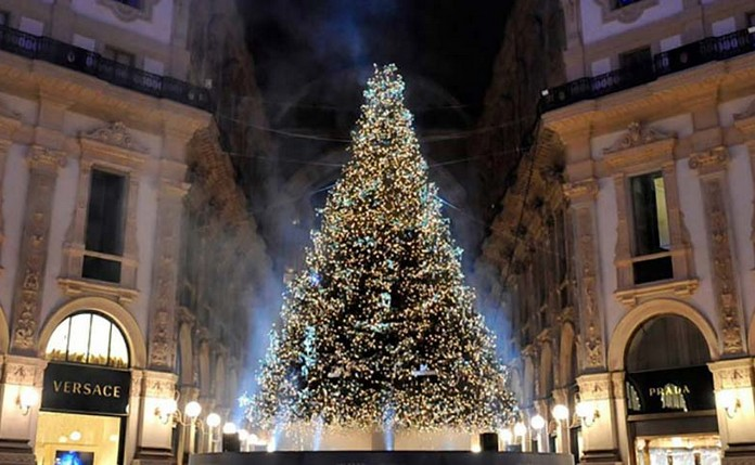 best website 7d359 8d521 A Swarovski Christmas Tree in ITALY (Milan's Galleria ...
